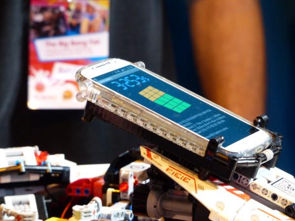 Legorobot styrd av Androidmobil löser Rubiks kub på rekordtid