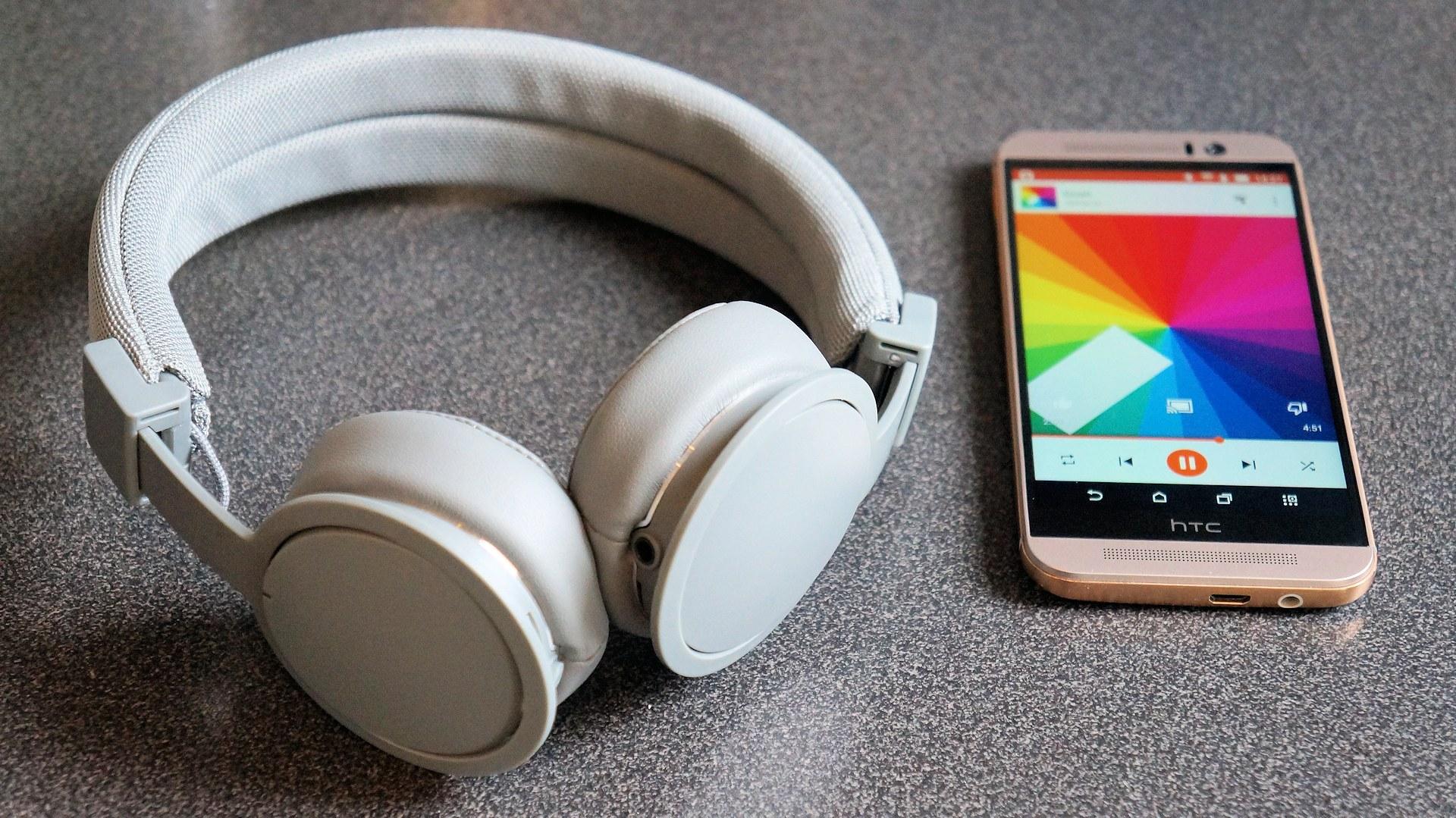 billiga trådlösa hörlurar